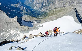 Eisklettern gehört zu den beliebsten Sportarten in Valtellina